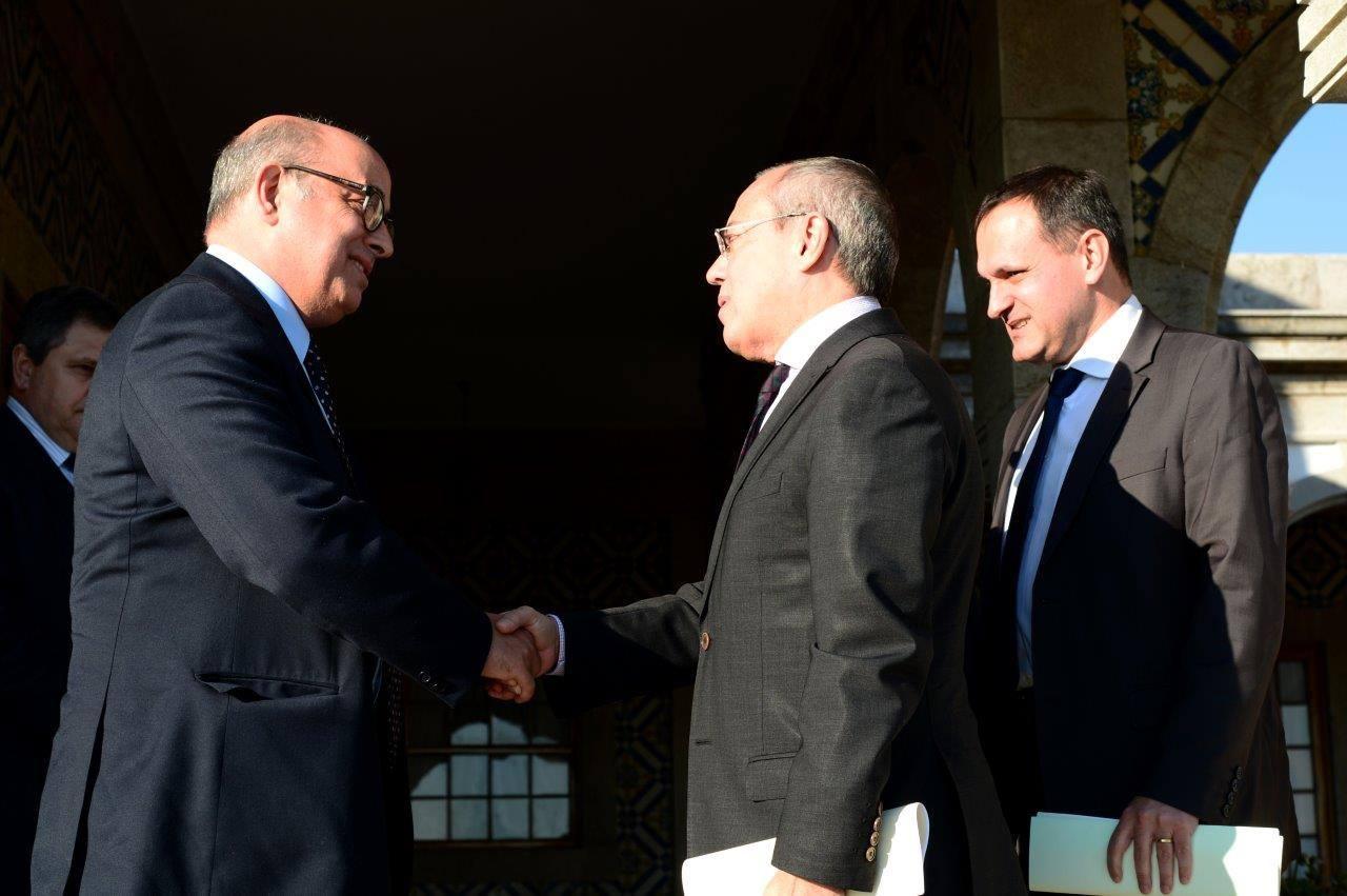 Entretien de l ambassadeur avec le ministre de la d fense for Ministre de france